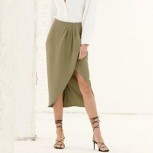 NWT. Size 2 Aritzia Kinsley Skirt - Newt Green